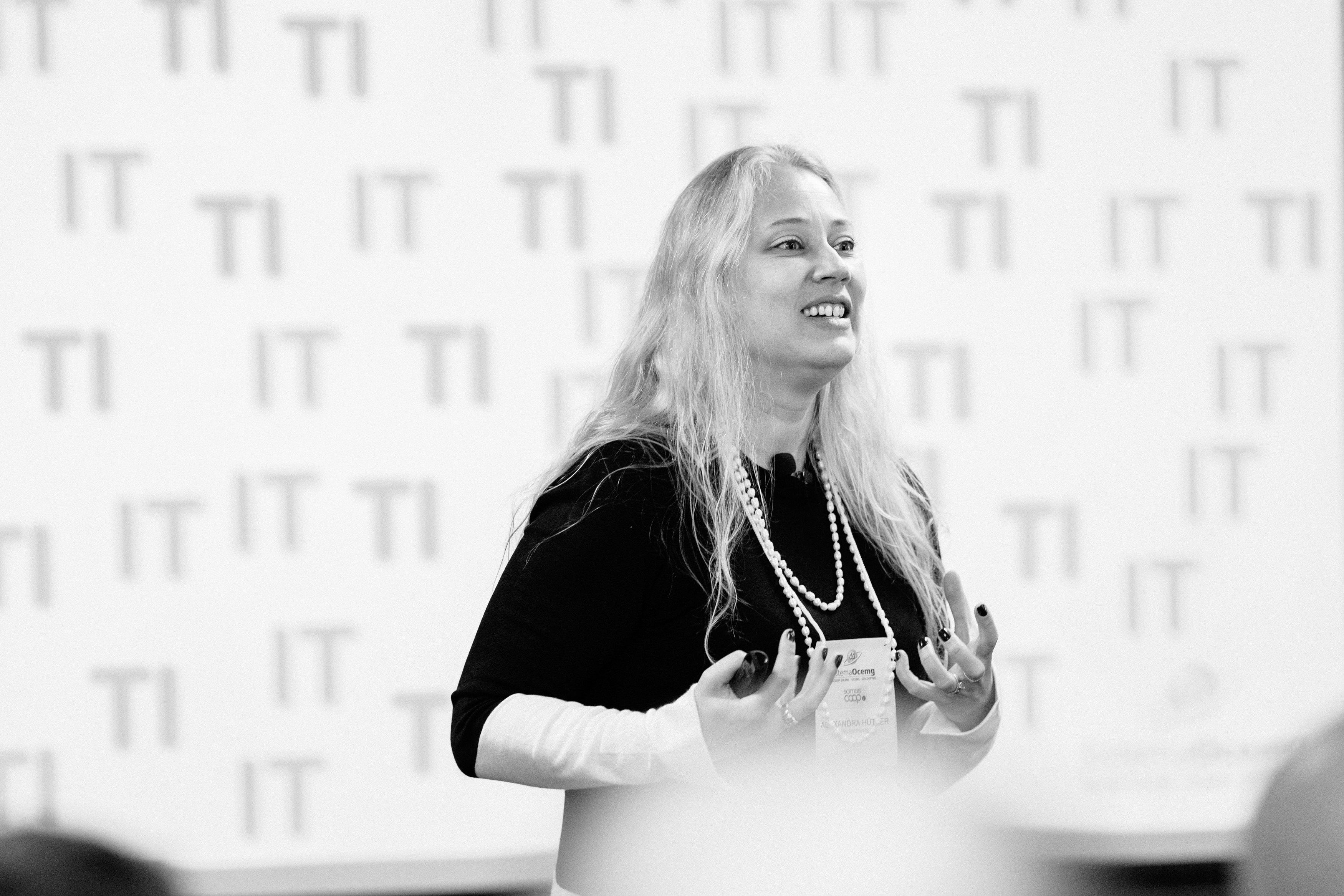Alexandra Hütner | TECNOLOGIA DA INFORMAÇÃO e DESIGN THINKING